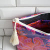 JACOBAS_TROUSSE_TOILETTE_IMPERMEABLE_JOLIE_POMPON_VIOLET_ORANGE_ROSE_GRANDE_5