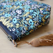 JUSTINE_TROUSSE_MAQUILLAGE_JACOBAS_MAKEUP_HANDMADE_FRANCE_FLEURS_DORE_OR_1