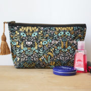 JUSTINE_TROUSSE_MAQUILLAGE_JACOBAS_MAKEUP_HANDMADE_FRANCE_FLEURS_DORE_OR_3